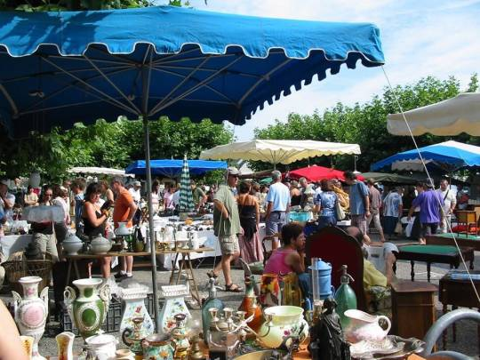 Pierrevert - Brocante vide grenier collection