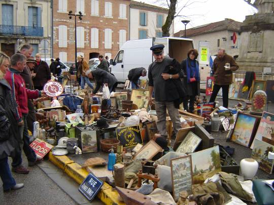 Caussade - Antiquité brocante (professionnels uniquement)